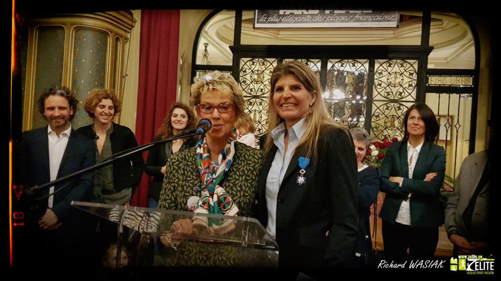Karine Baillet reçoit la médaille de chevalier du mérite