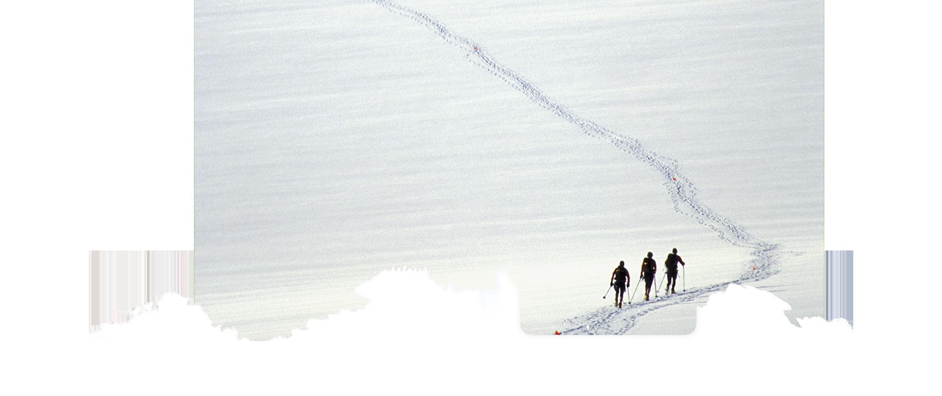 Karine Baillet et son équipe lors d'un raid en montagne à ski