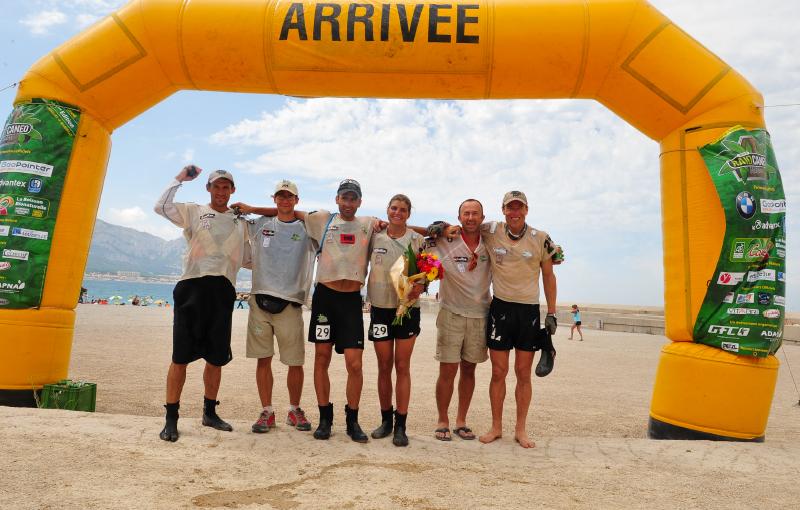Team wilsa sport sur la ligne d'arrivée du raid canéo
