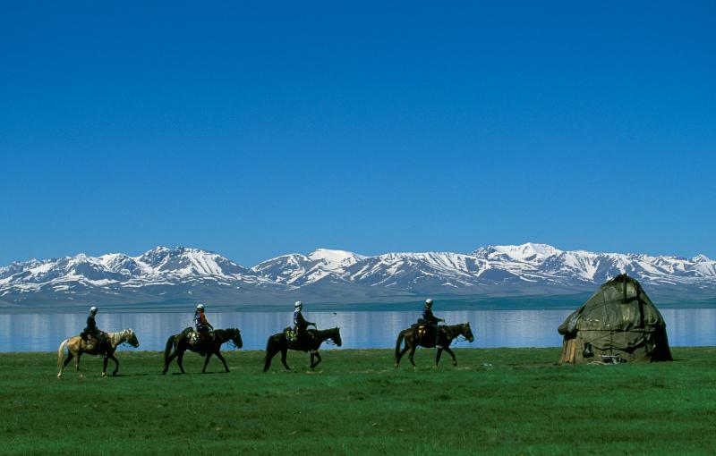 Team eider sur le raid gauloise en kirzisktan à cheval