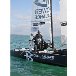 Karine Baillet sur le catamaran avant de tenter la traversée de la manche