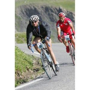 Karine Baillet pendant l'Etape du Tour lors d'une descente à vélo