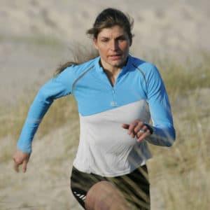 Portrait de Karine Baillet en course à pied dans les dunes du Touquet