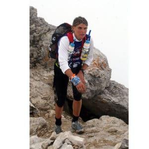 Karine Baillet en montagne lors d'une section trek d'une épreuve sportive