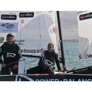 Karine Baillet lors de la traversée de la manche en catamaran de sport avec Yvan Bourgnon