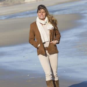 Portrait de Karine Baillet en bord de mer au Touquet