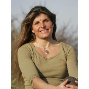 Portrait de Karine Baillet dans les dunes en bord de mer au Touquet