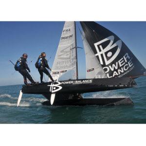 Karine Baillet lors de la traversée de la manche en catamaran avec Yvan Bourgnon