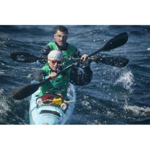 Karine Baillet en kayak avec Sébastien lors d'une manche d'ARWS