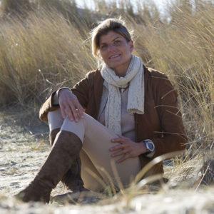 Portrait de Karine Baillet dans les dunes du Touquet