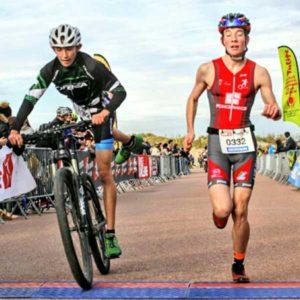 Arrivée d'une équipe sur le Touquet Bike&run organisé par Karine Baillet Organisation