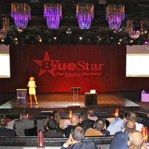 Karine Baillet en conférence pour Bluestar sur la scène du Lido