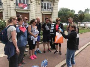 Teambuilding organisé par Karine Baillet Organisation lors d'une épreuve d'orientation, briefing