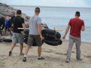 Teambuilding organisé par Karine Baillet Organisation lors d'une épreuve de construction de radeaux
